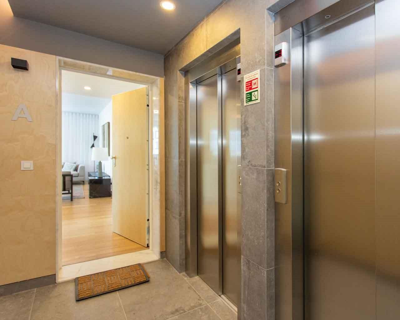 Lux-Garden-Faro_hall elevadores