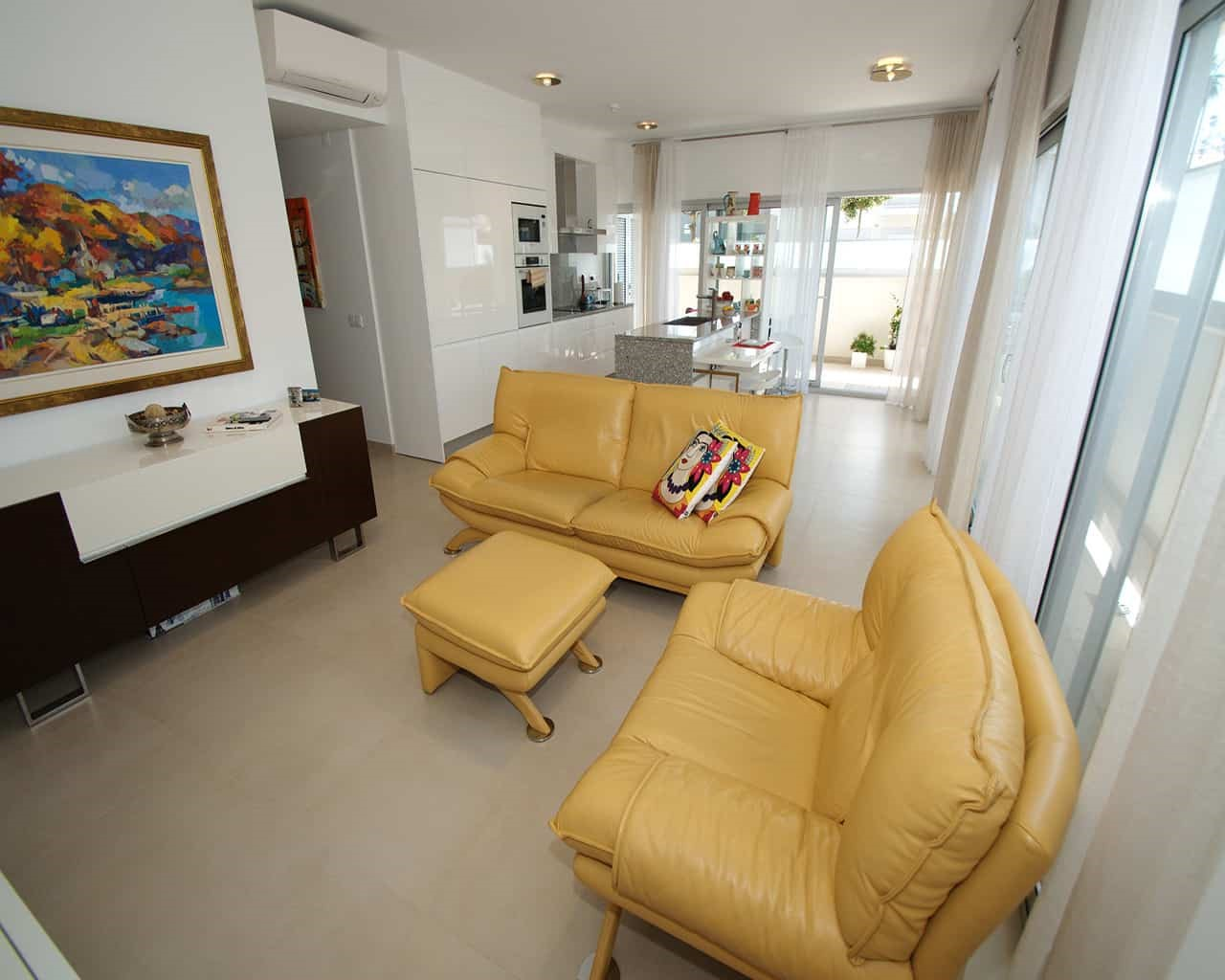 T2_panoramic-pool_Living_room