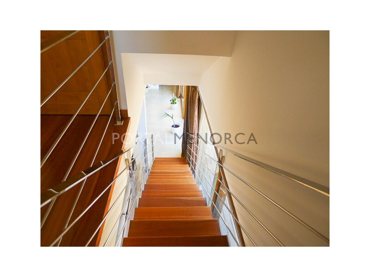 escalera acceso a primera planta
