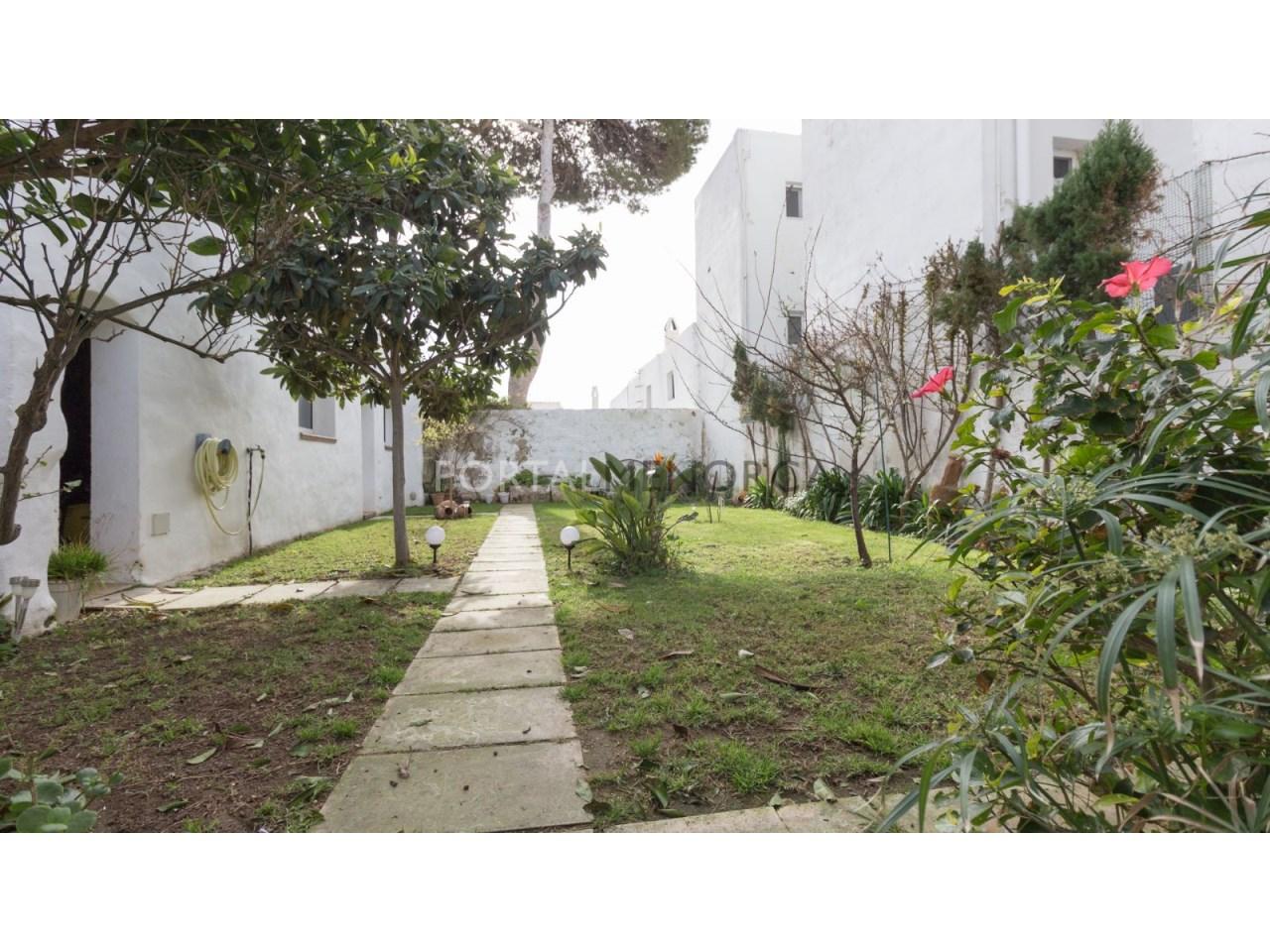 casa con jardin en Es Castell 2 (3 de 6)
