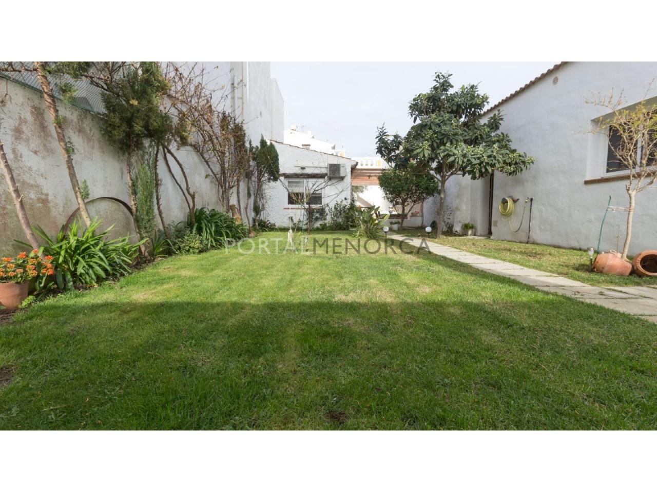 casa con jardin en Es Castell 2 (4 de 6)