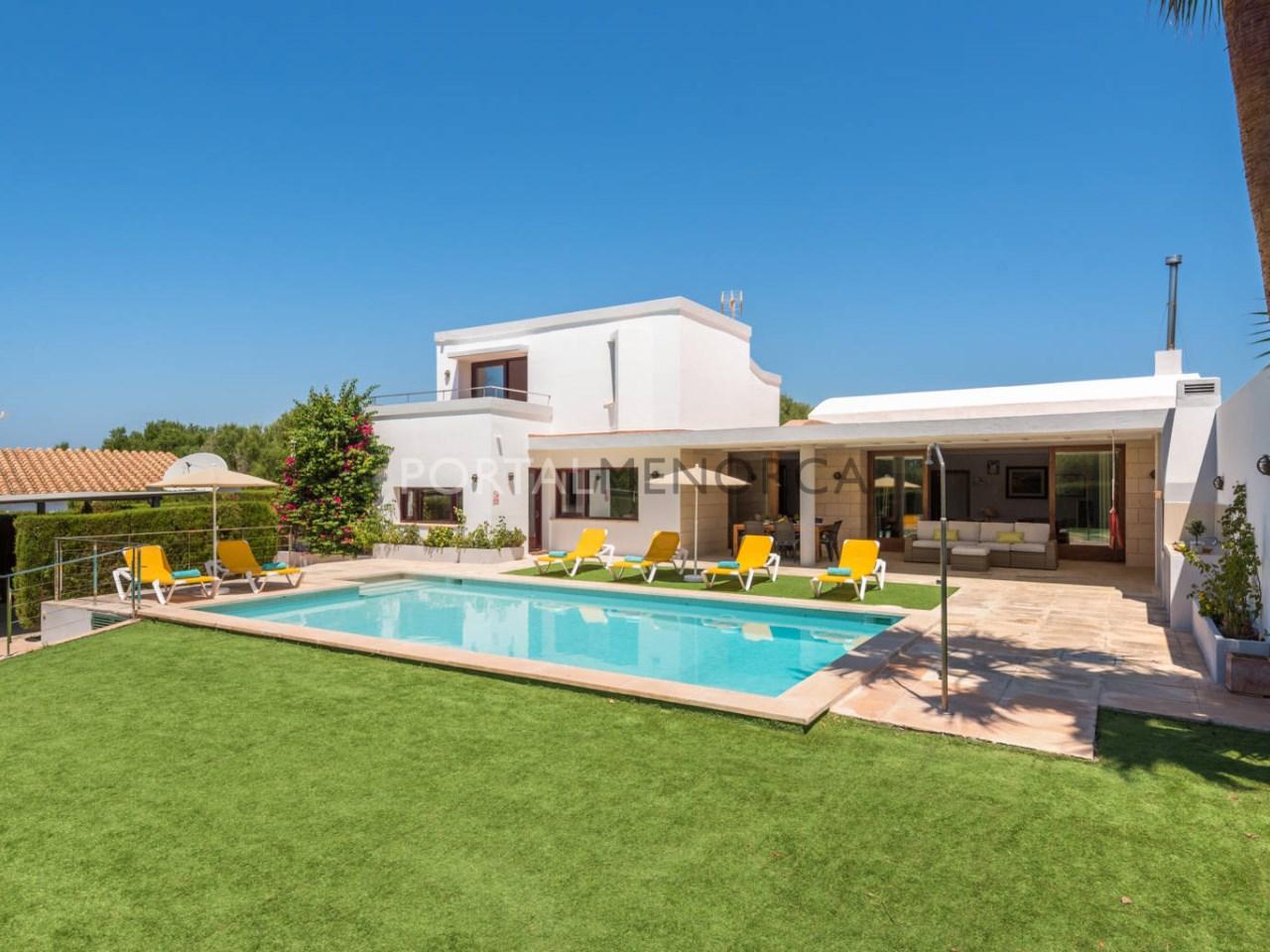 Casa cerca del mar con piscina en venta en Menorca
