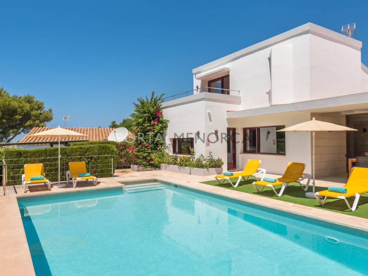 Chalet con piscina y con licencia turística en venta en Binibeca