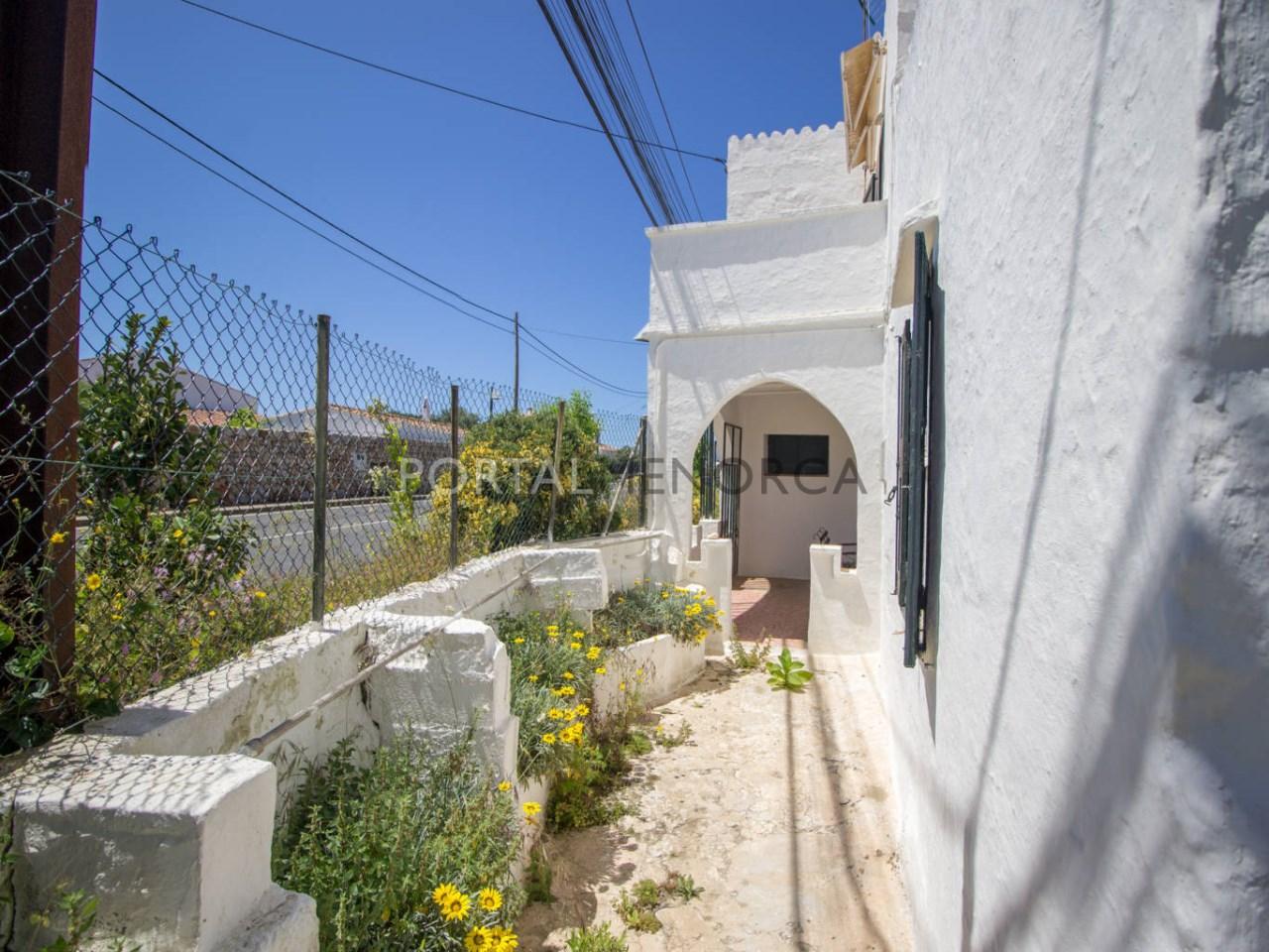 Re_ 1 casa en caserío s'uestra - fachada y jardín (3)