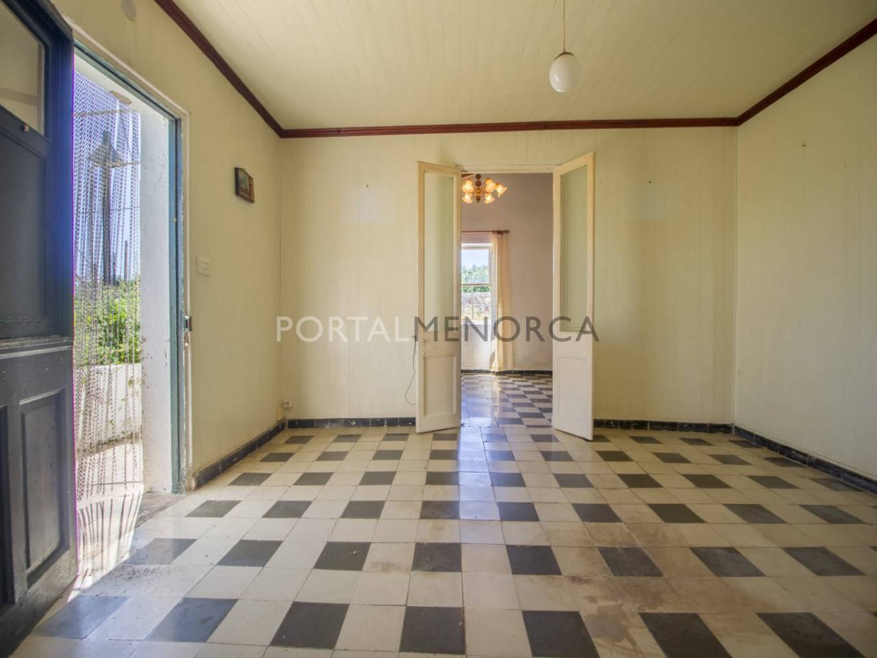 Re_ 2 recibidores y salones casa en venta en sant lluís (1)