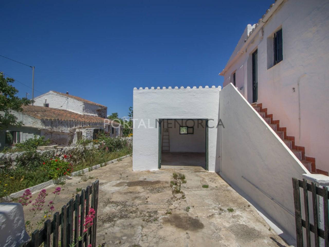 Re_ 1 casa en caserío s'uestra - fachada y jardín (13)
