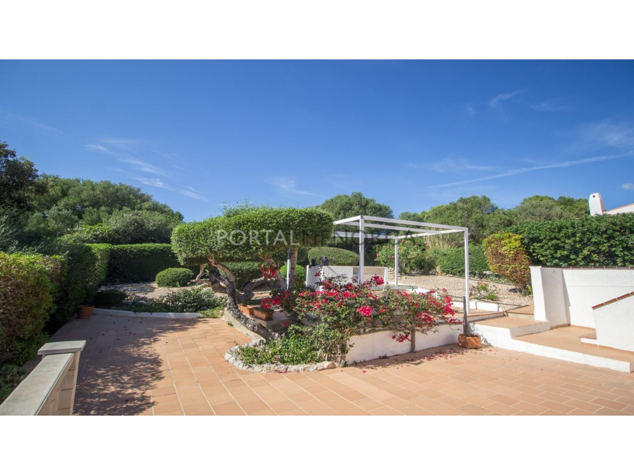 Villa for sale in Menorca with big terrace