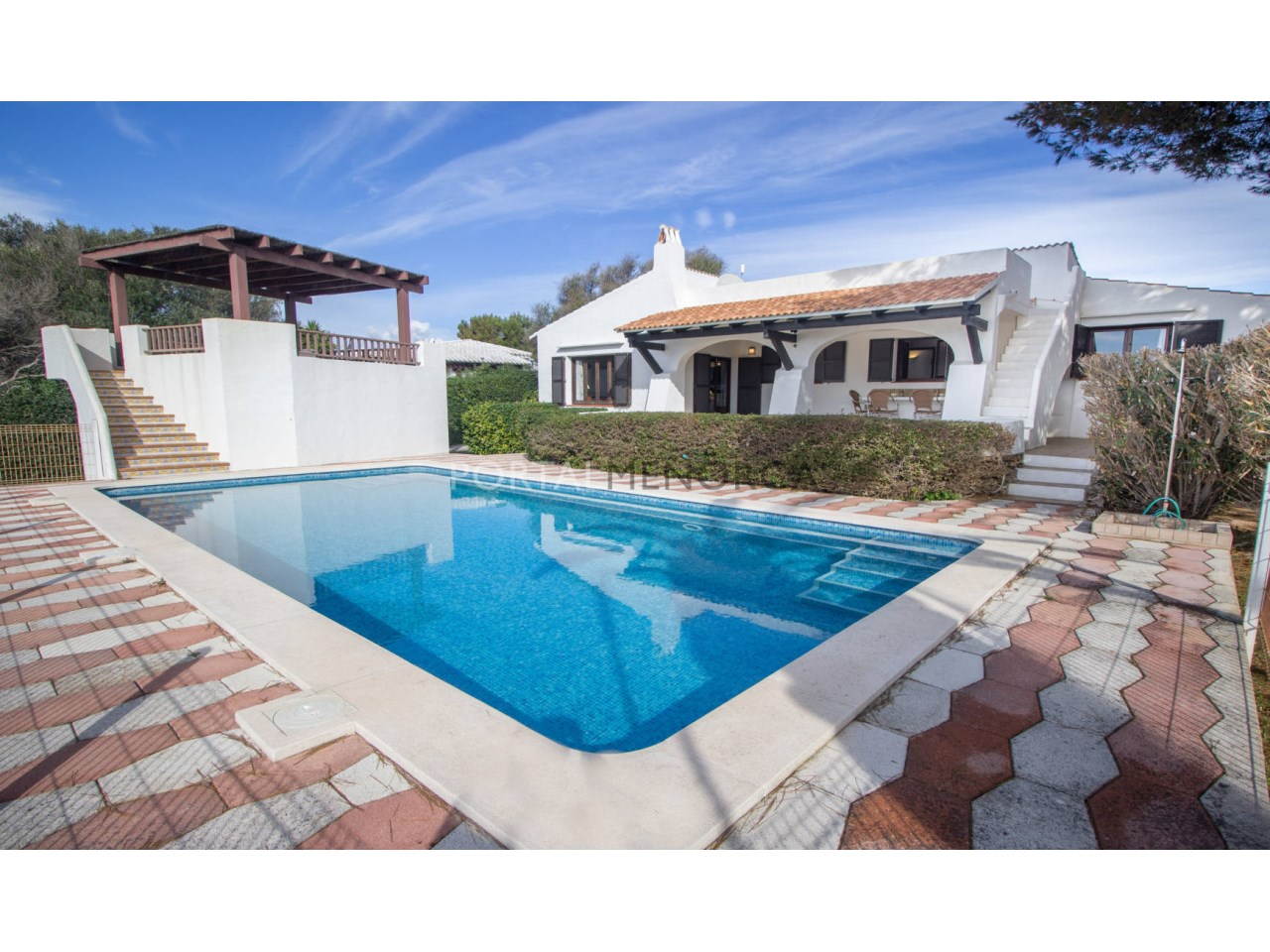 House by the sea with pool for sale in Binibeca