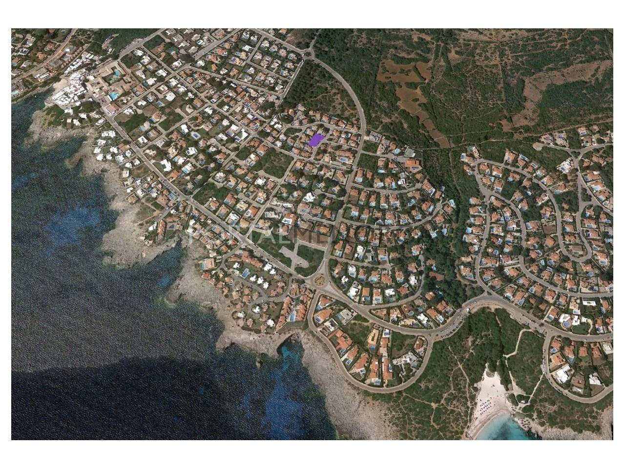 Parcela urbana cerca del mar en venta en Binibeca Vell
