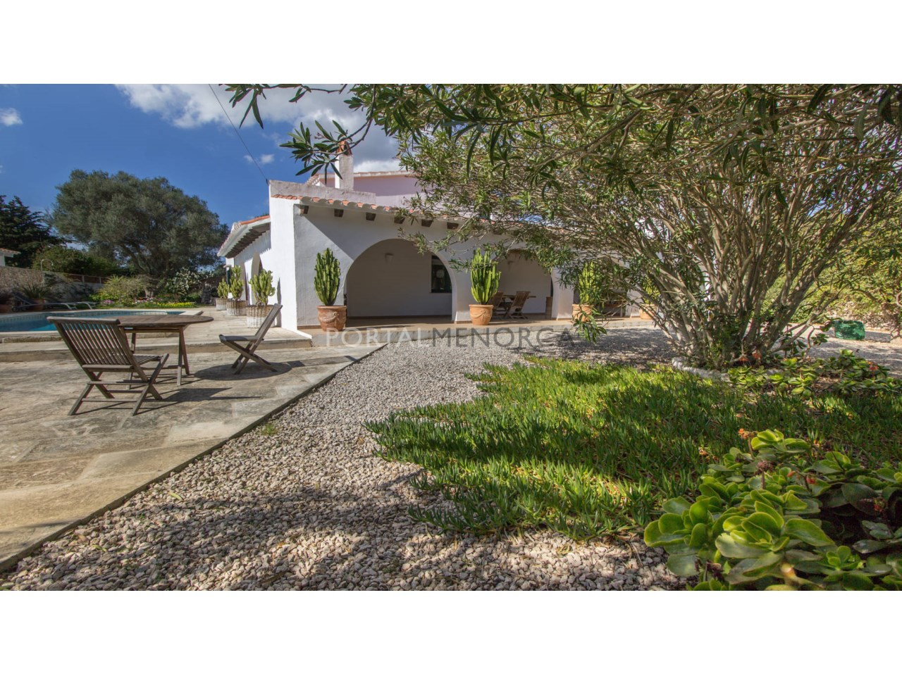 Country house with pool for sale in Menorca