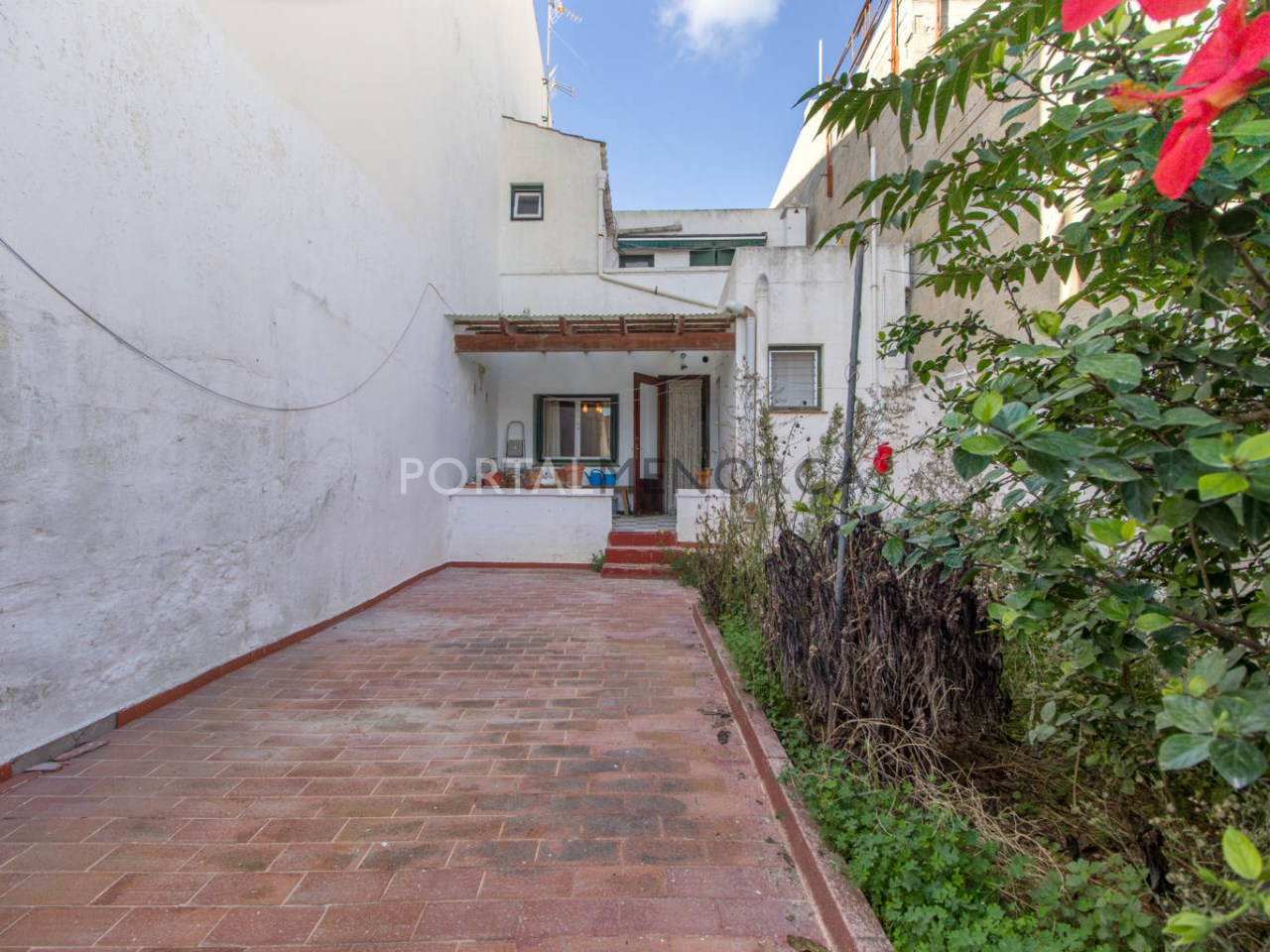 House with patio for sale in Sant Lluís