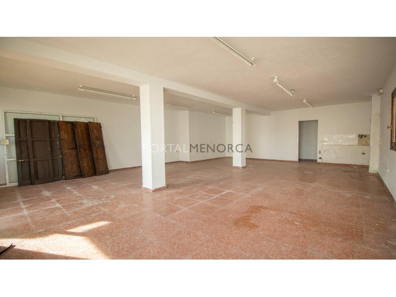 Local comercial o apartemento en venta en Menorca cerca del mar