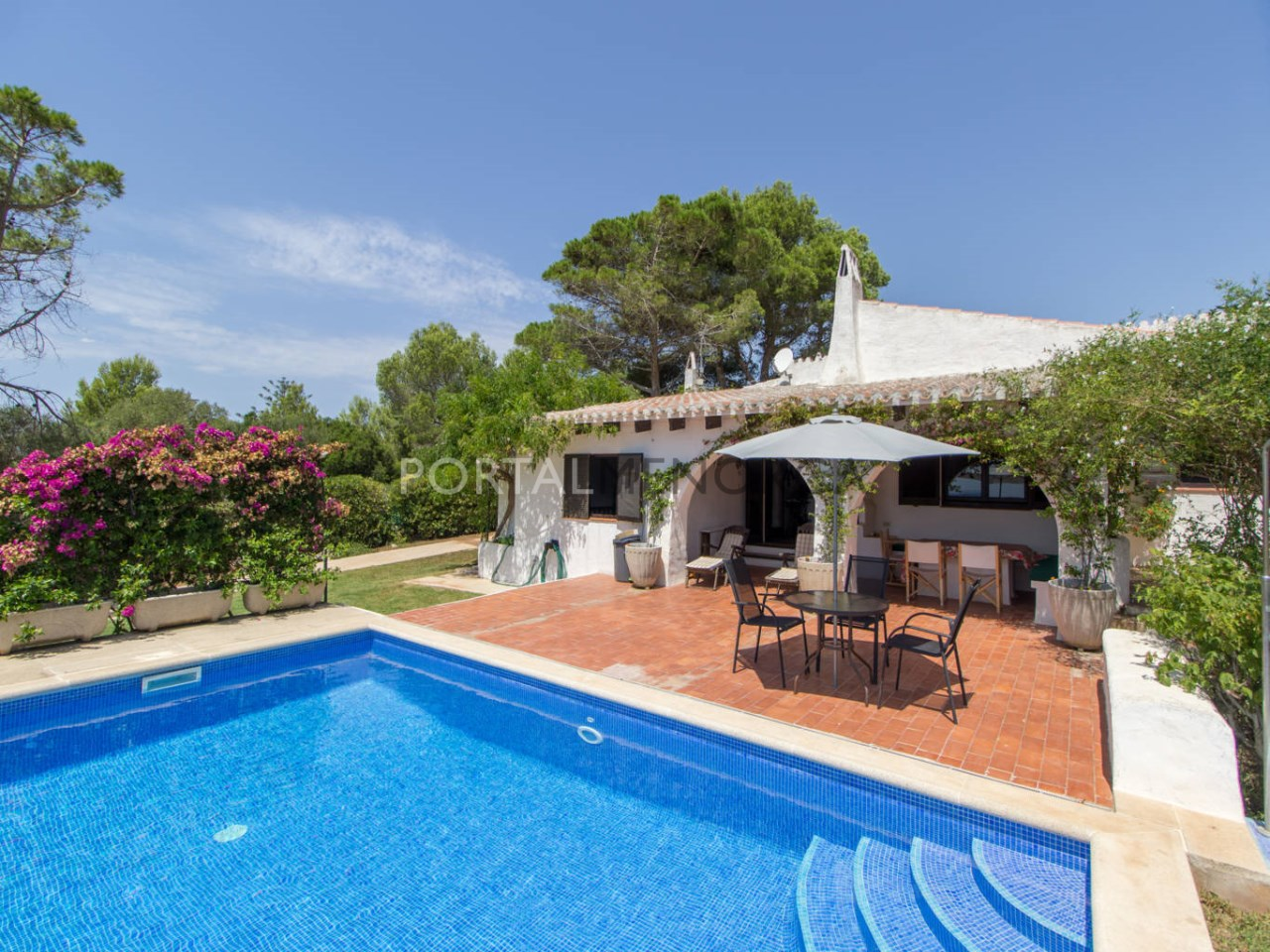 Villa with swimming pool for sale in Menorca