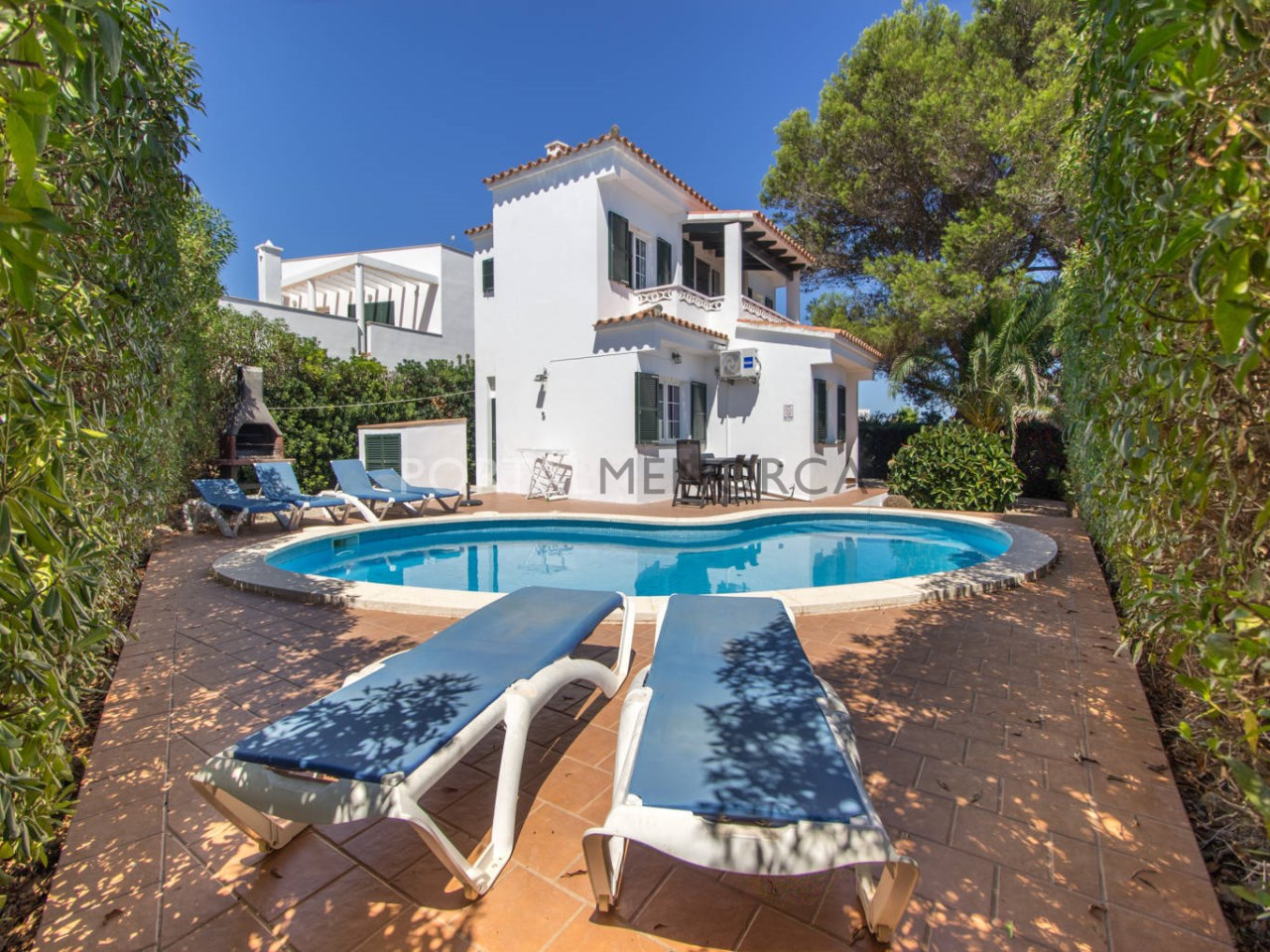 House for sale in Binibeca Vell with tourist licence and swimming pool