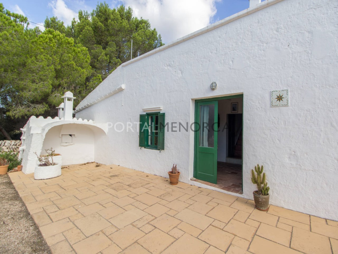 Casa de campo con gran terreno en venta en Menorca