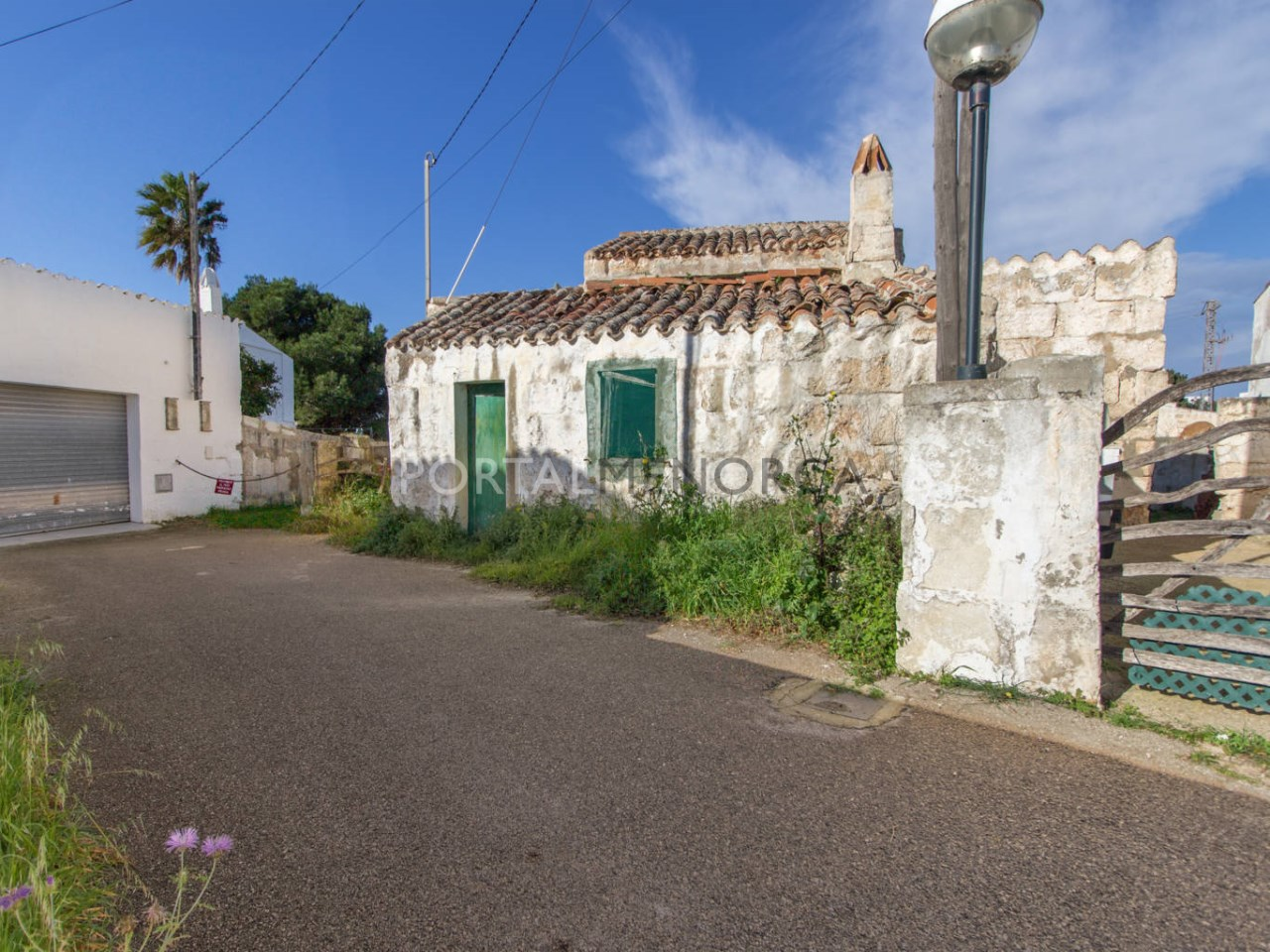 Country house with large plot for sale near Sant Lluís
