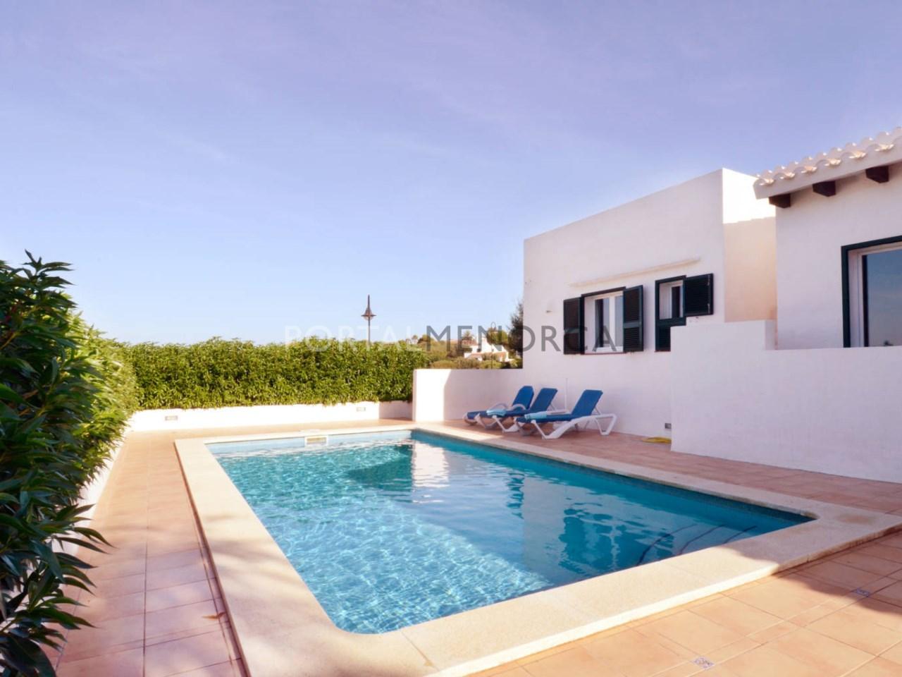Chalet con piscina y licencia turística en venta en Binibeca Vell