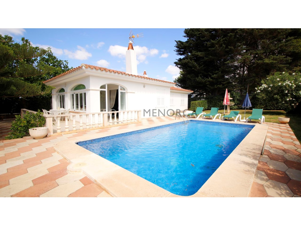 Villa with swimming pool and touristic licence for sale in Menorca
