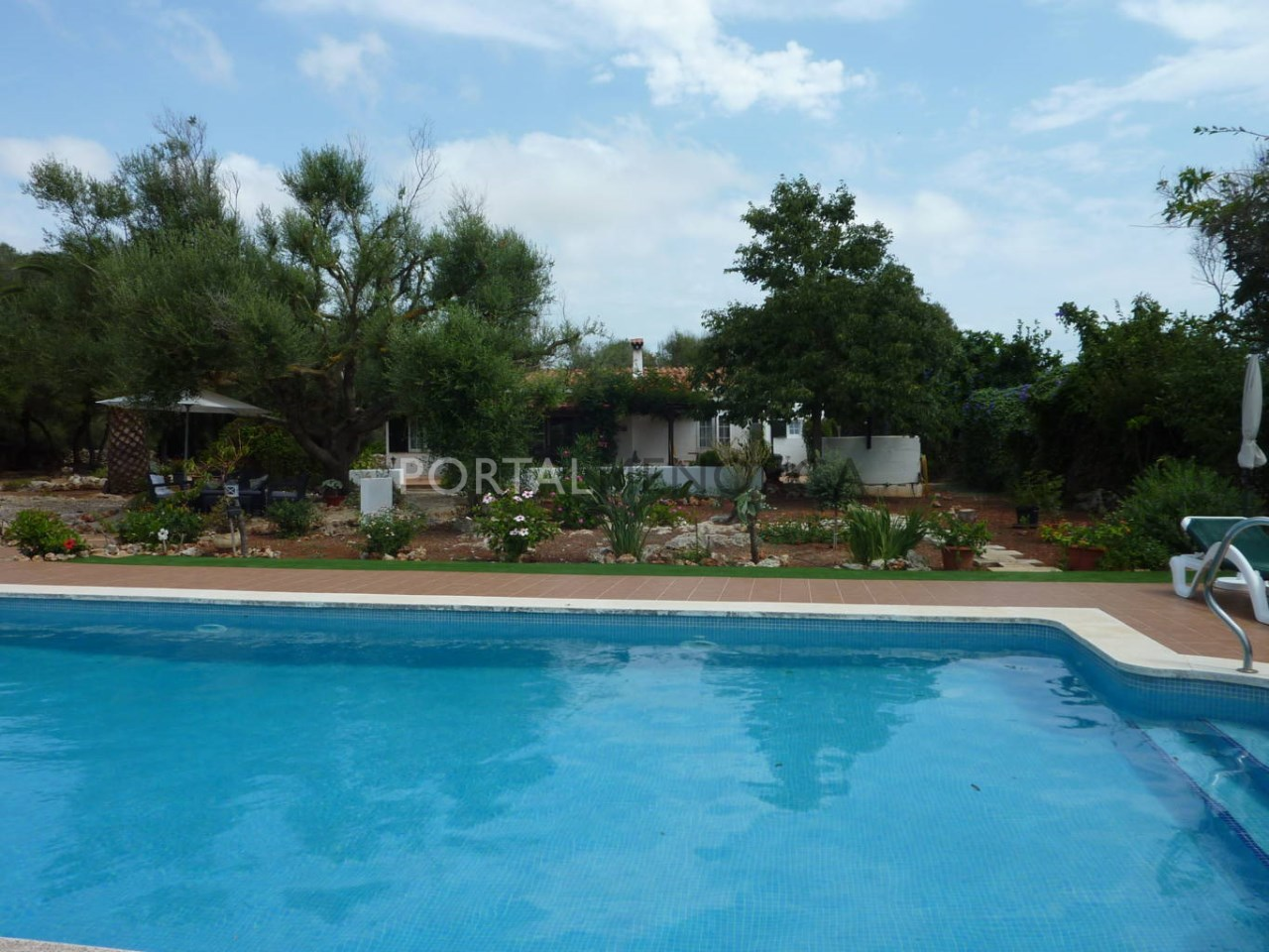 House for sale in Menorca with swimming pool