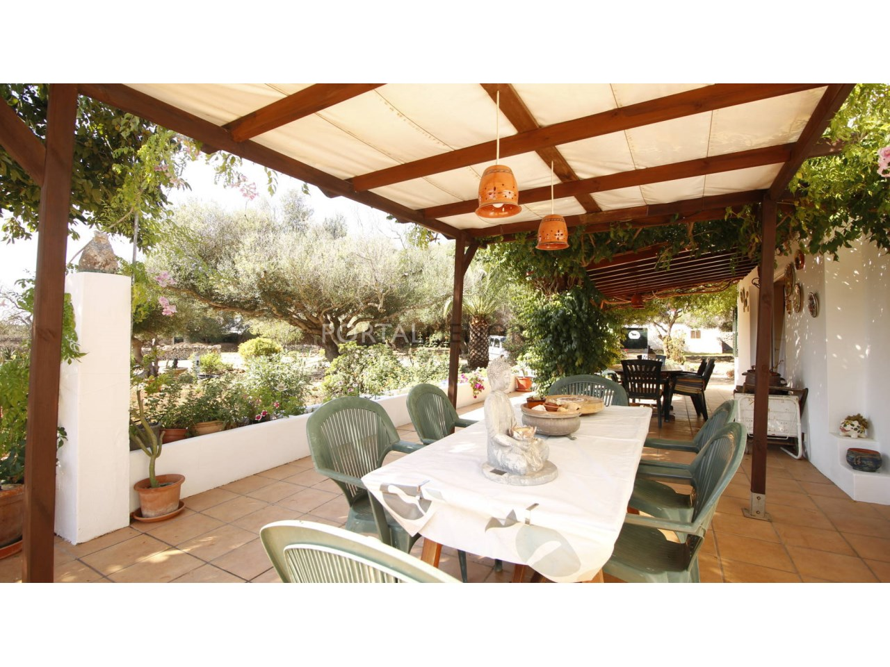 Country house for sale in Menorca with covered terrace