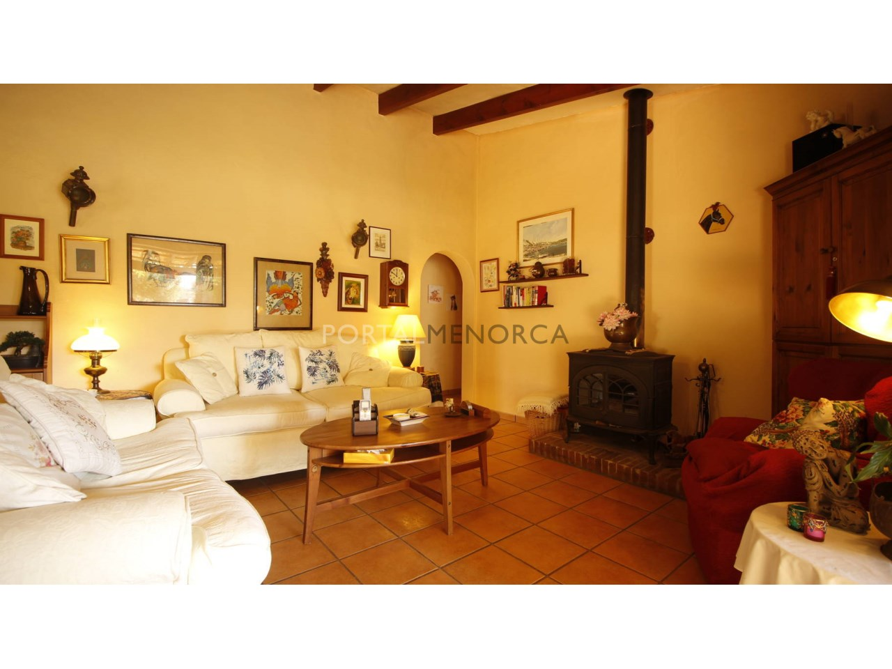 Country house for sale in Menorca with a living-room with fireplace