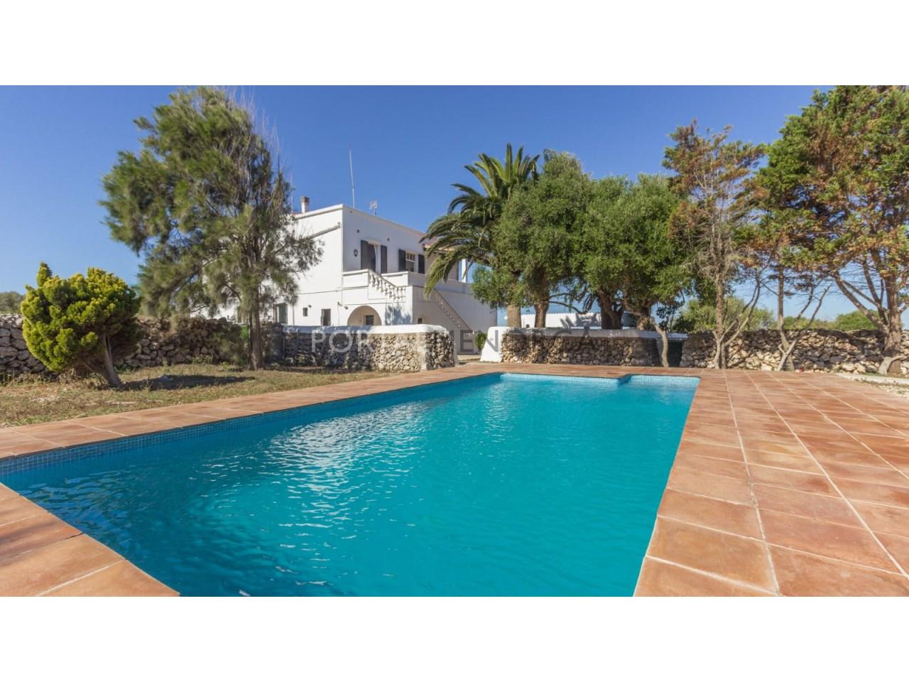 Finca rústica en venta en Menorca con piscina
