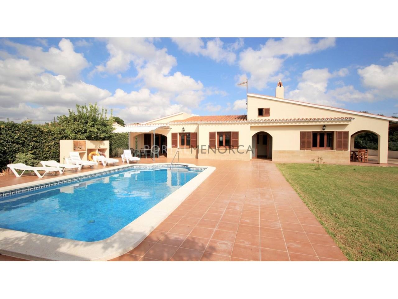 Chalet en venta en Menorca con piscina