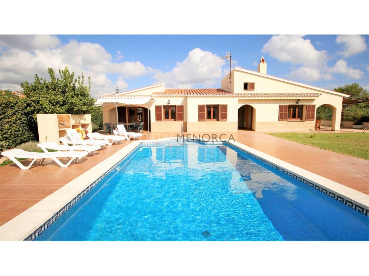 Chalet en venta en Menorca con piscina y cerca del mar