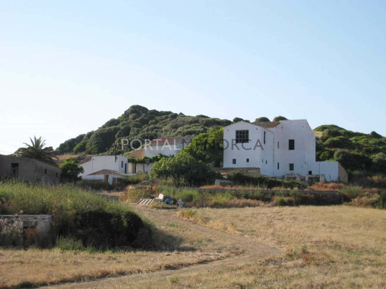 Rustic property with large plot for sale on Menorcan North coast