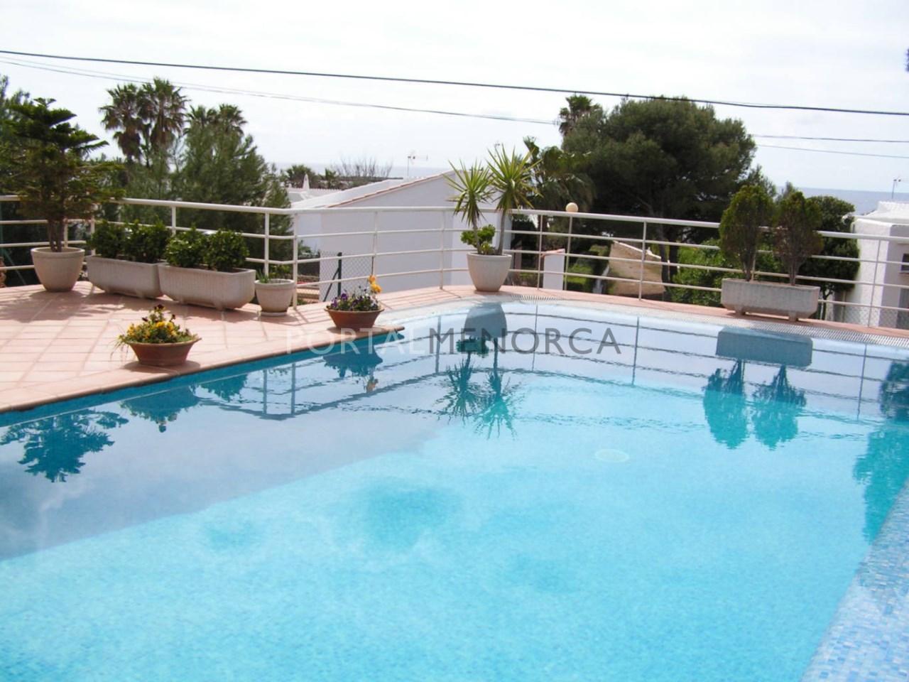 Casa con piscina y vistas al mar en venta en Binisafúller