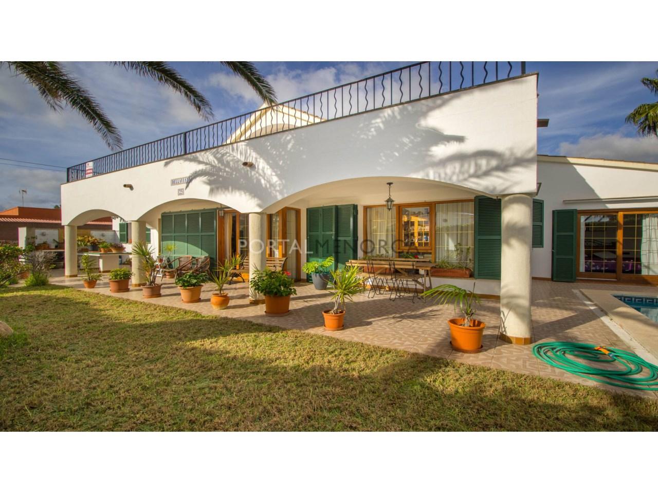 Villa with swimming pool for sale in Menorca