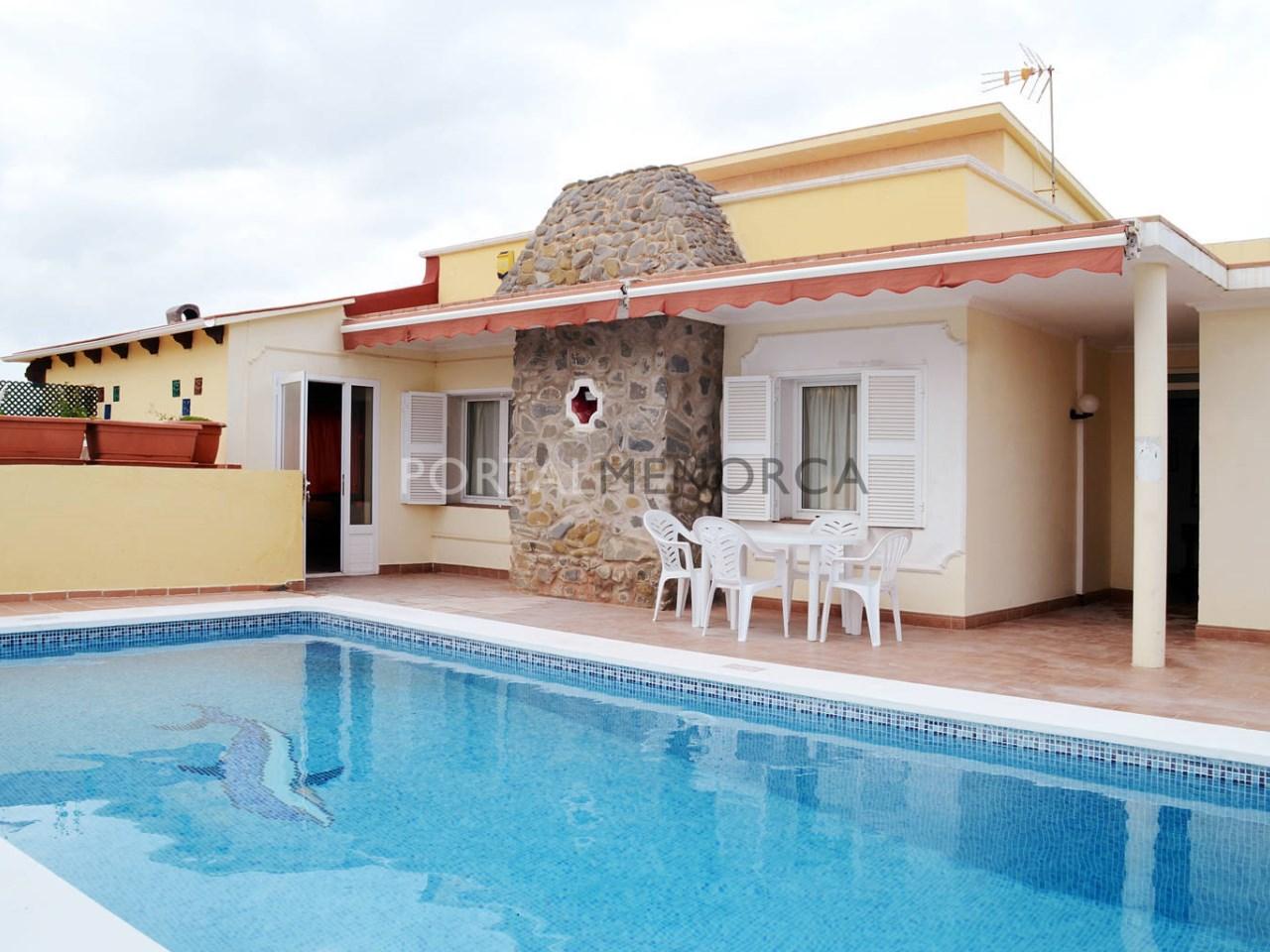 Chalet con piscina y licencia turística en venta en Punta Prima, Menorca
