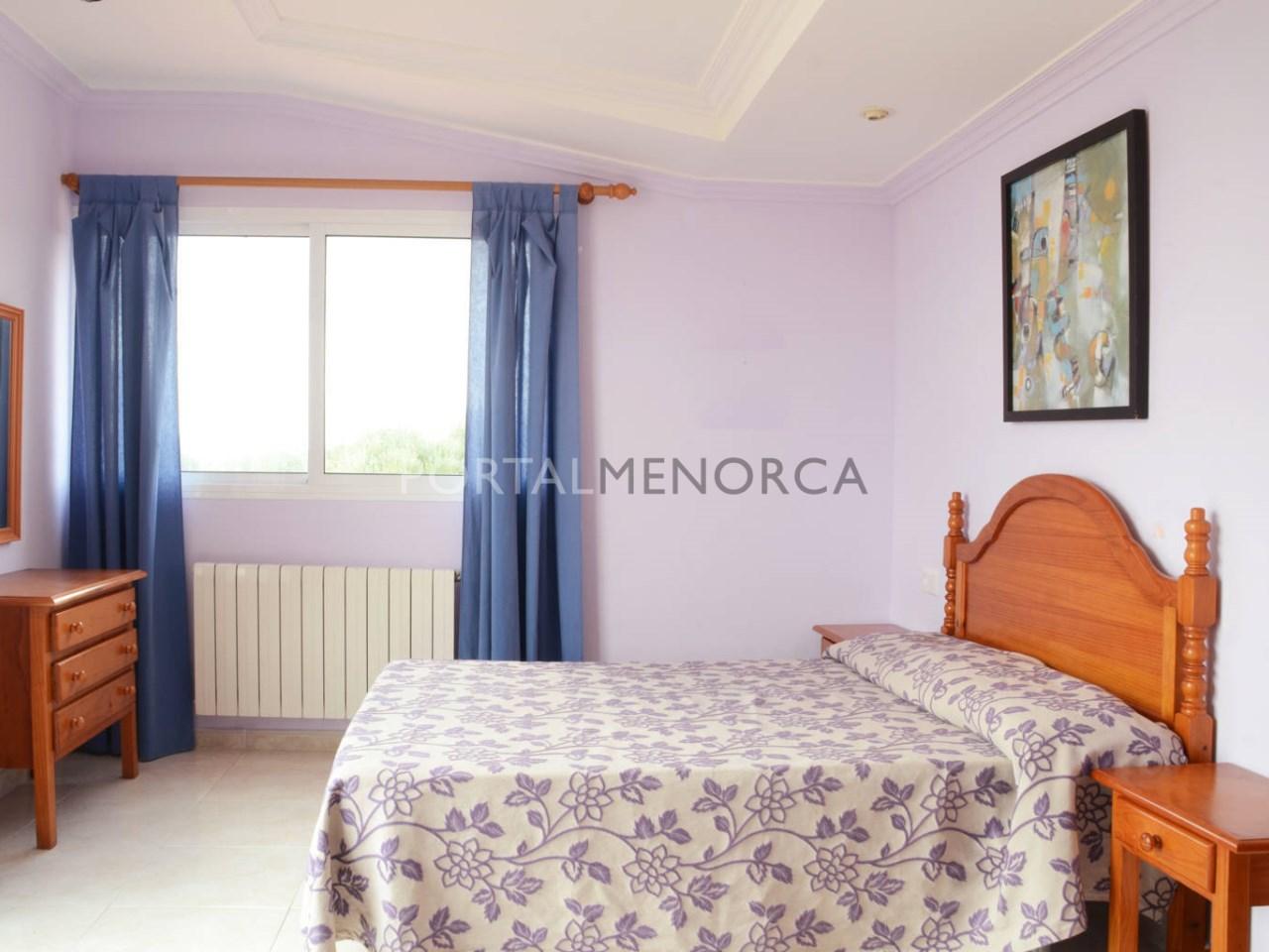 Chalet con licencia turística y con 4 habitaciones en venta en Punta Prima