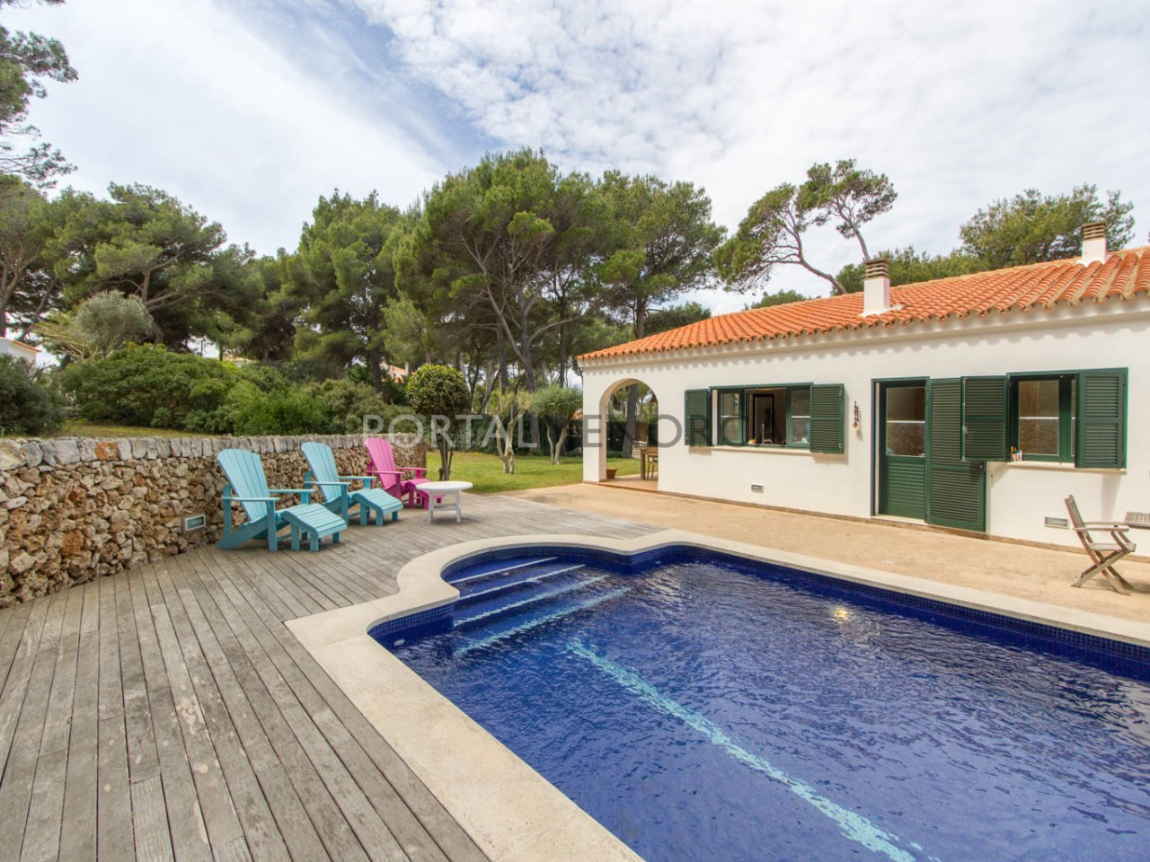 House with tourist licence and pool for sale in Menorca