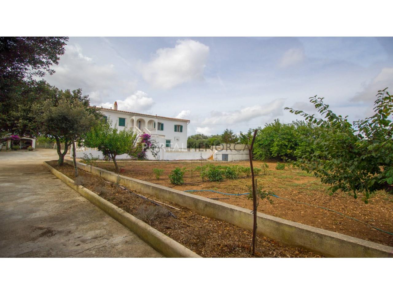 Casa de campo con gran terreno en venta en Alaior