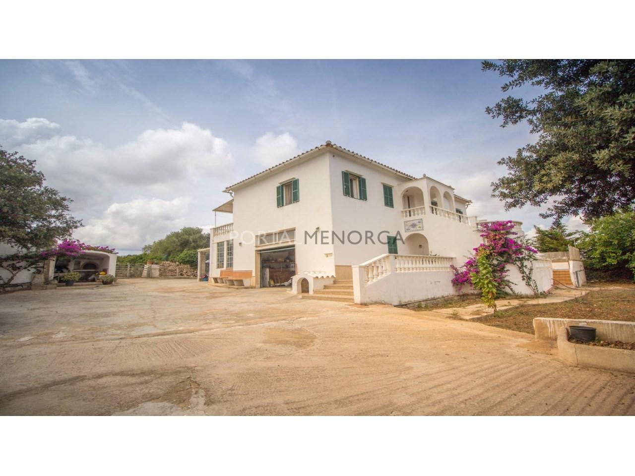 Gran casa de campo reciente en venta en Alaior