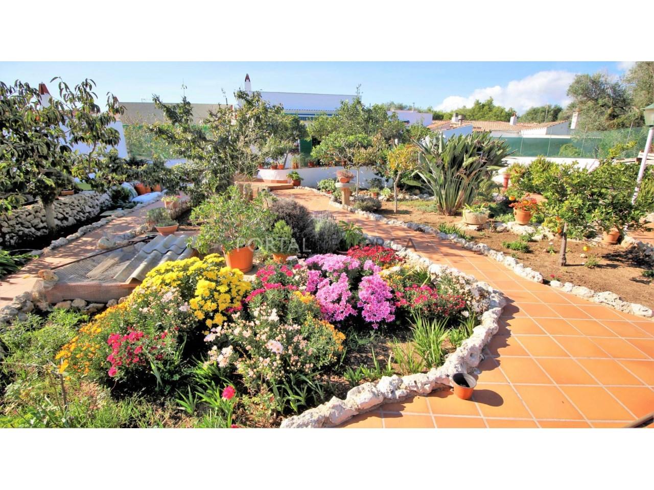 Casa en planta baja con gran jardín y piscina en venta en Trepucó