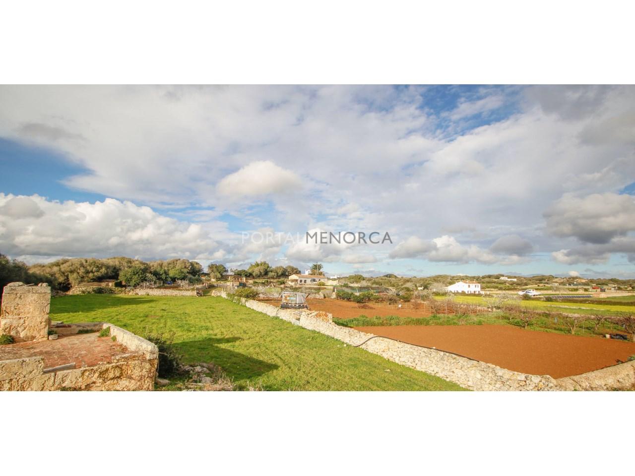 Casa de campo en venta con gran terreno cerca de Alaior
