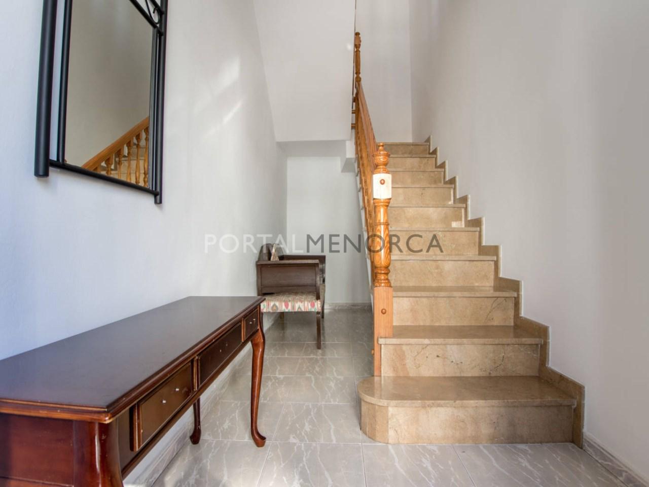 Casa entera con garaje en venta en Alaior