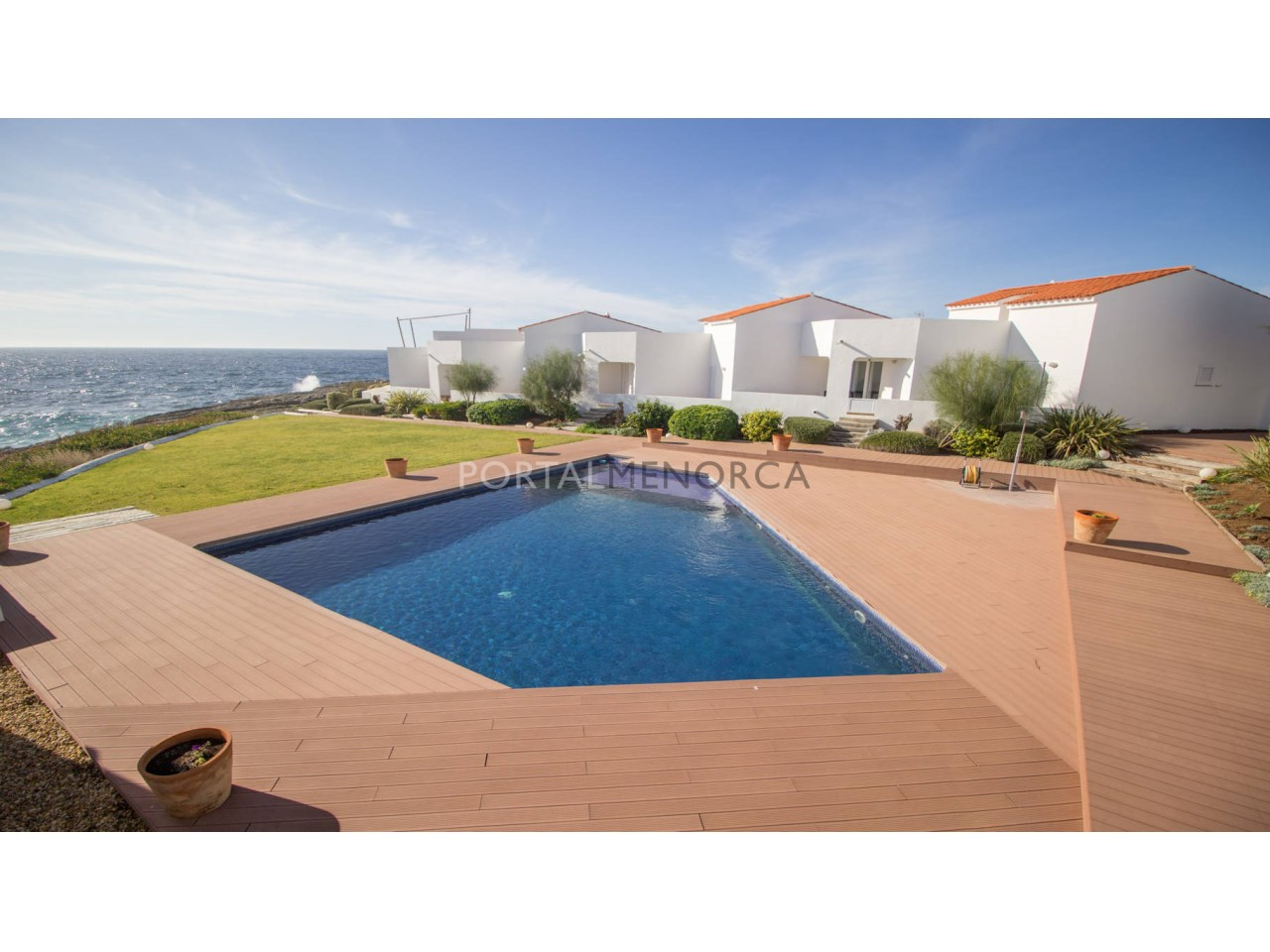 Frontline villa with sea view and comunity pool for sale in Binibeca