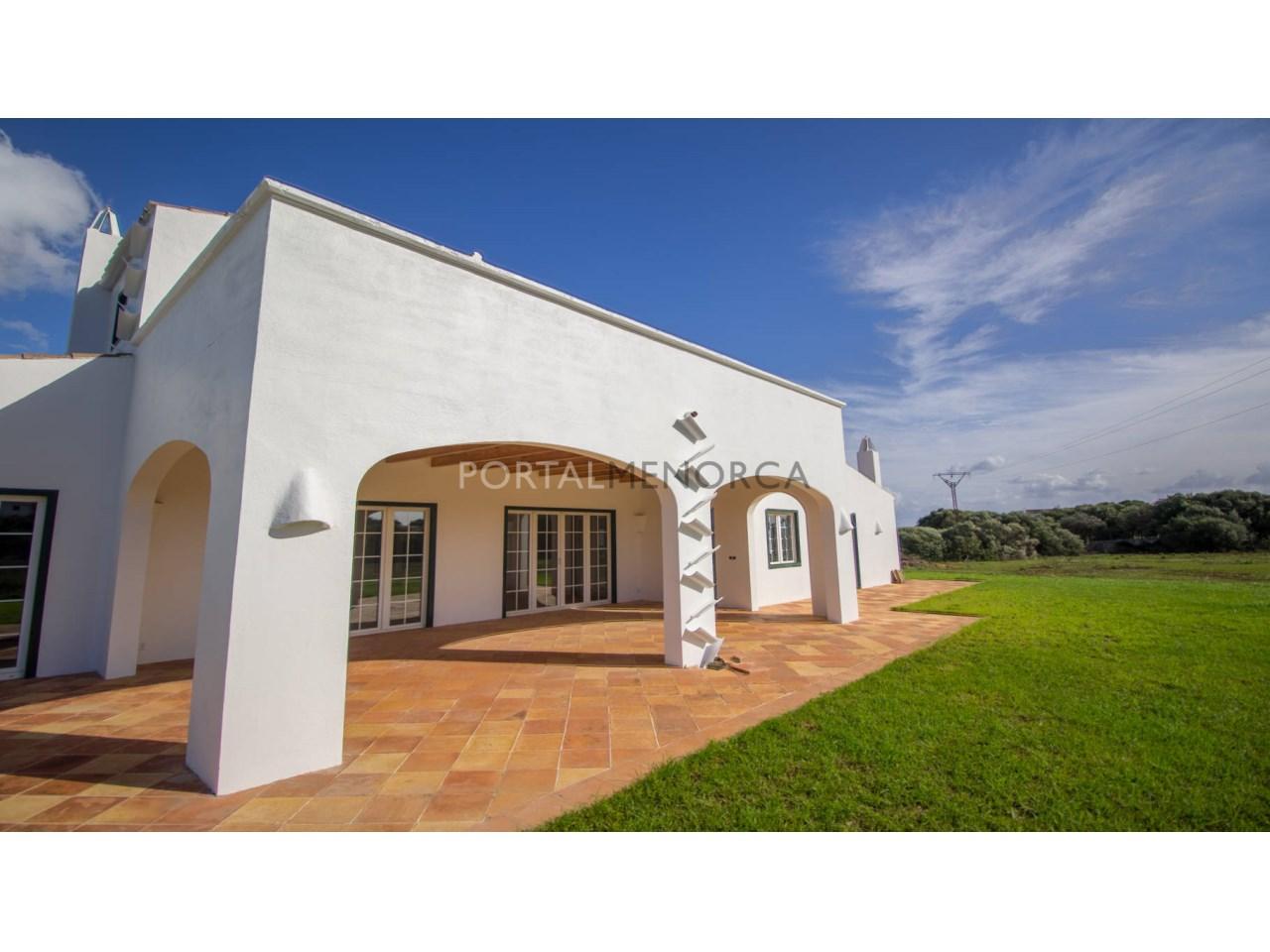 Maison de campagne en vente à Sant Lluis avec terrasse couverte