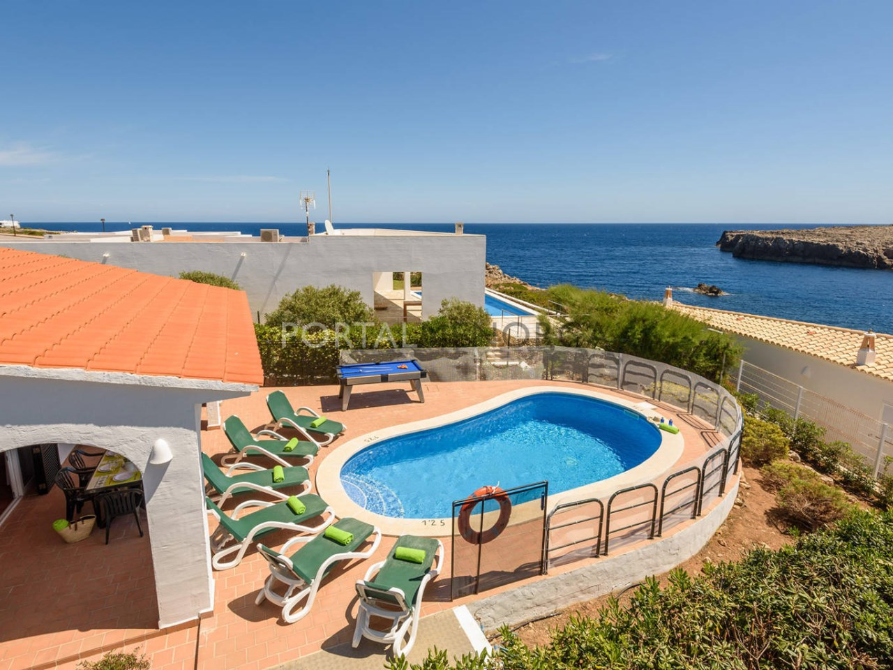 Villa by the sea with swimming pool for sale in Punta Grossa