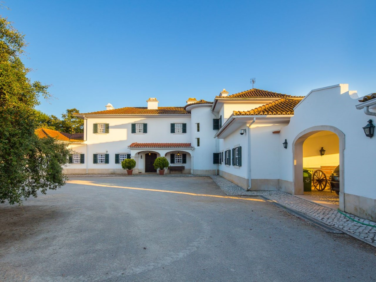 HOMESTEAD 32 ha AND 8 ROOMS, FOR SALE IN SANTO ESTÊVÃO