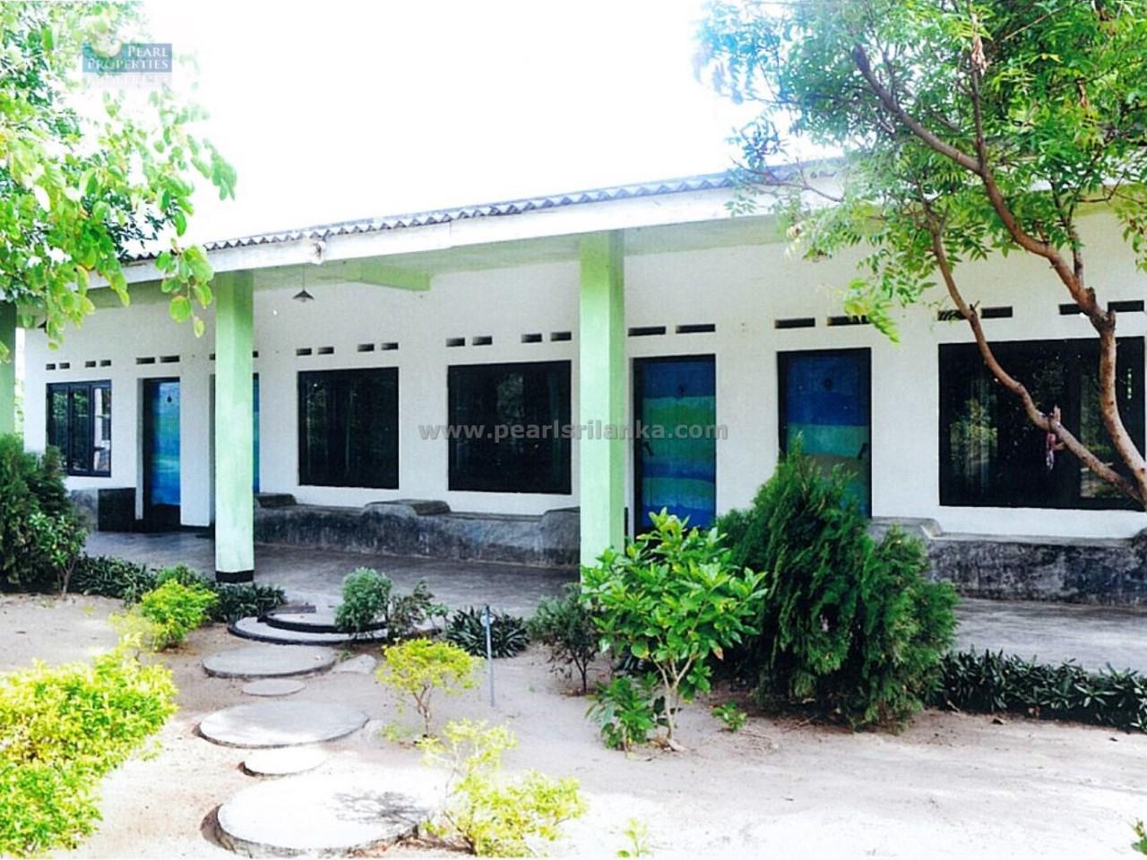 BEACH GUEST HOUSE/ EAST COAST/ARUGAMBAY