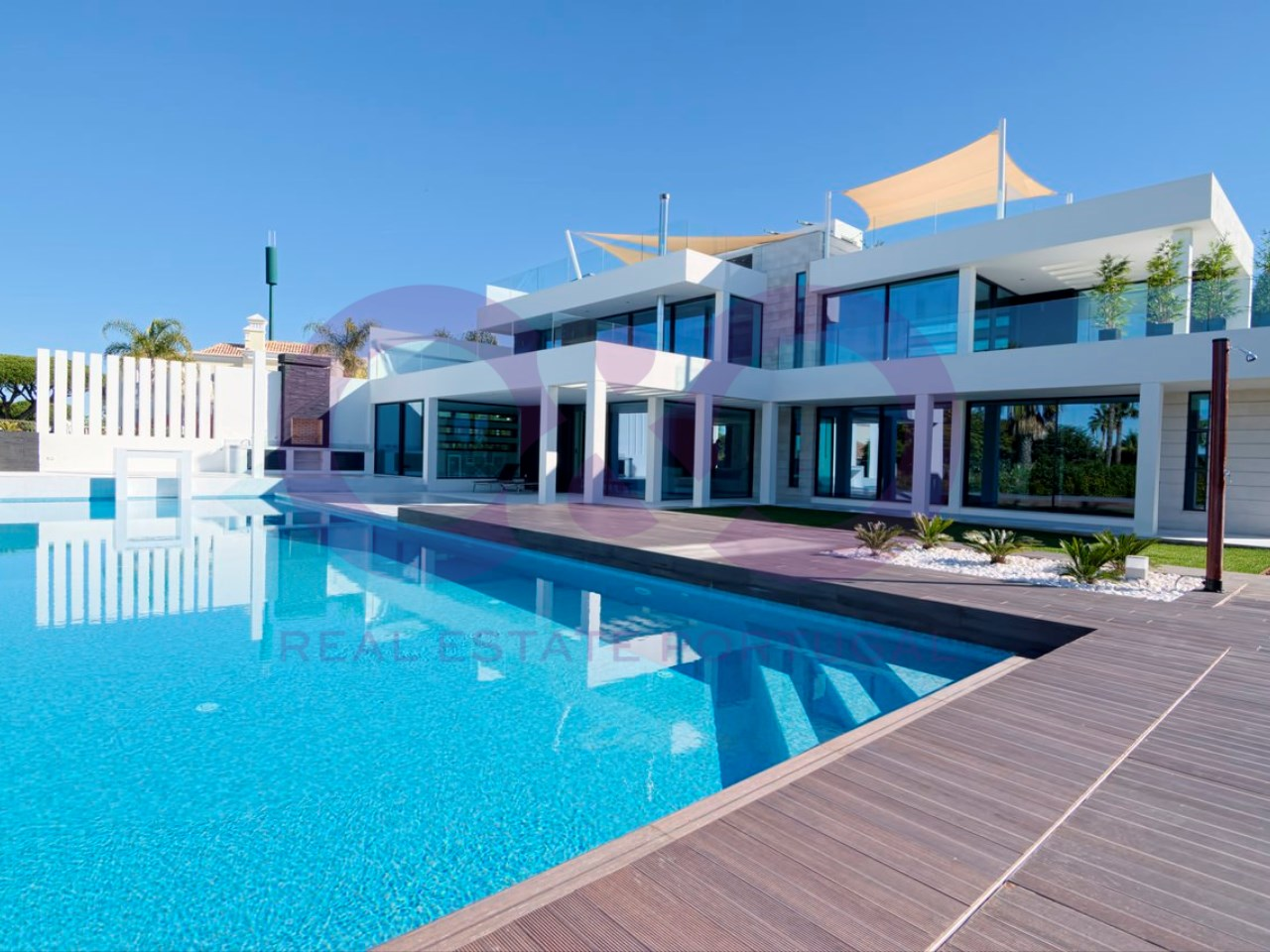 Main Photo of a 4 bedroom  Villa for sale