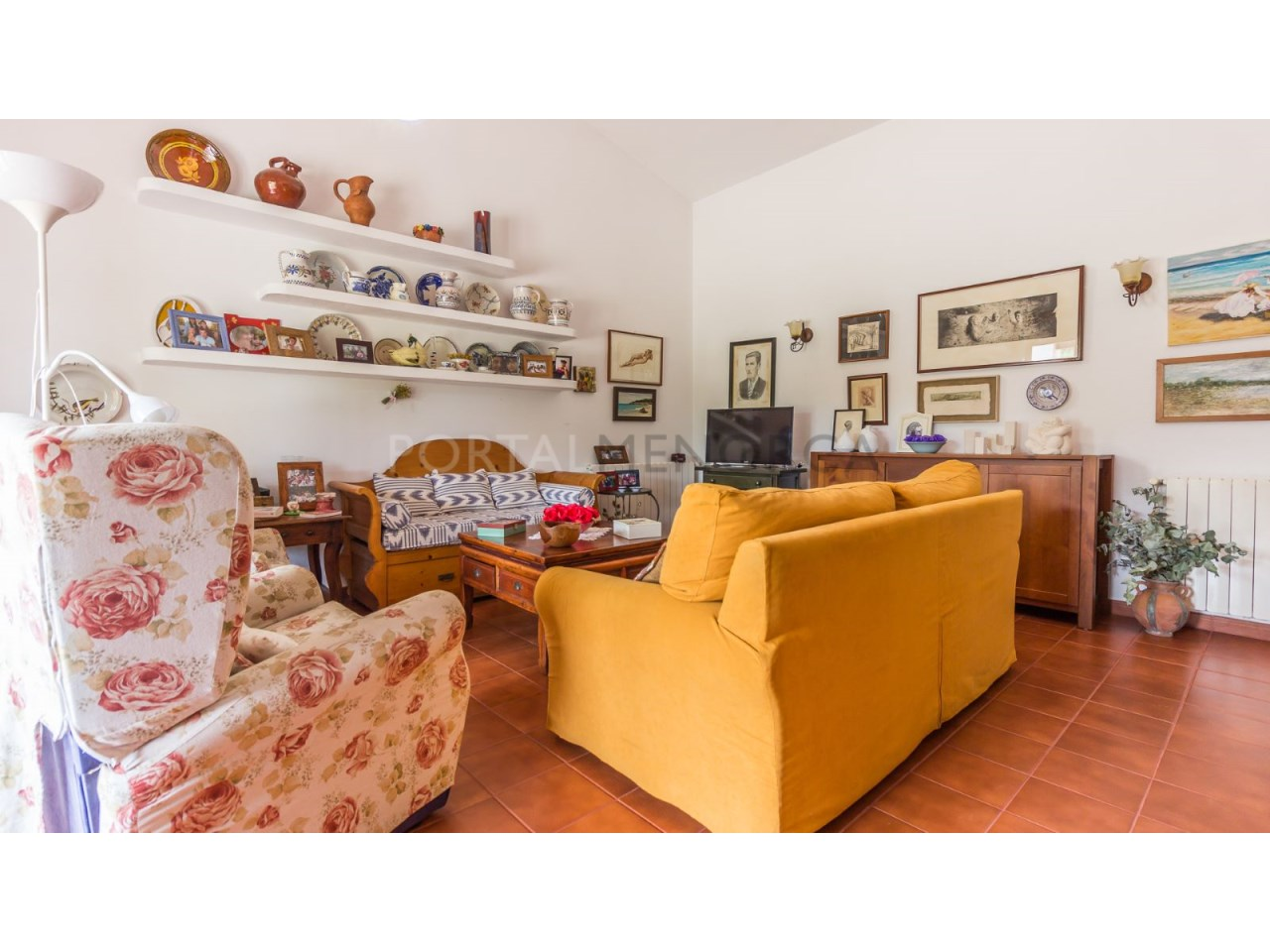 Country house for sale in Cala Galdana,Menorca - Living room with fireplace