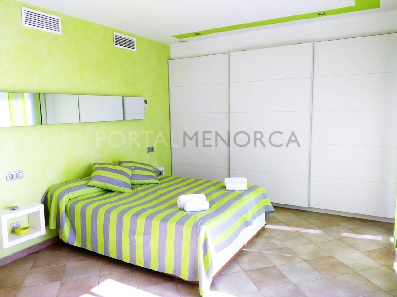 Moderno chalet en Son Xoriguer con vistas al mar-suite vestidor