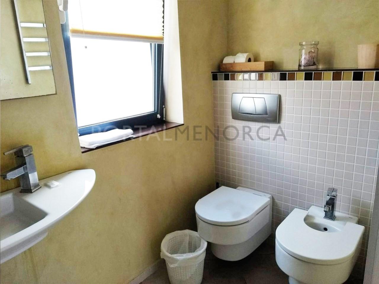 Moderno chalet en Son Xoriguer con vistas al mar_ baño suite