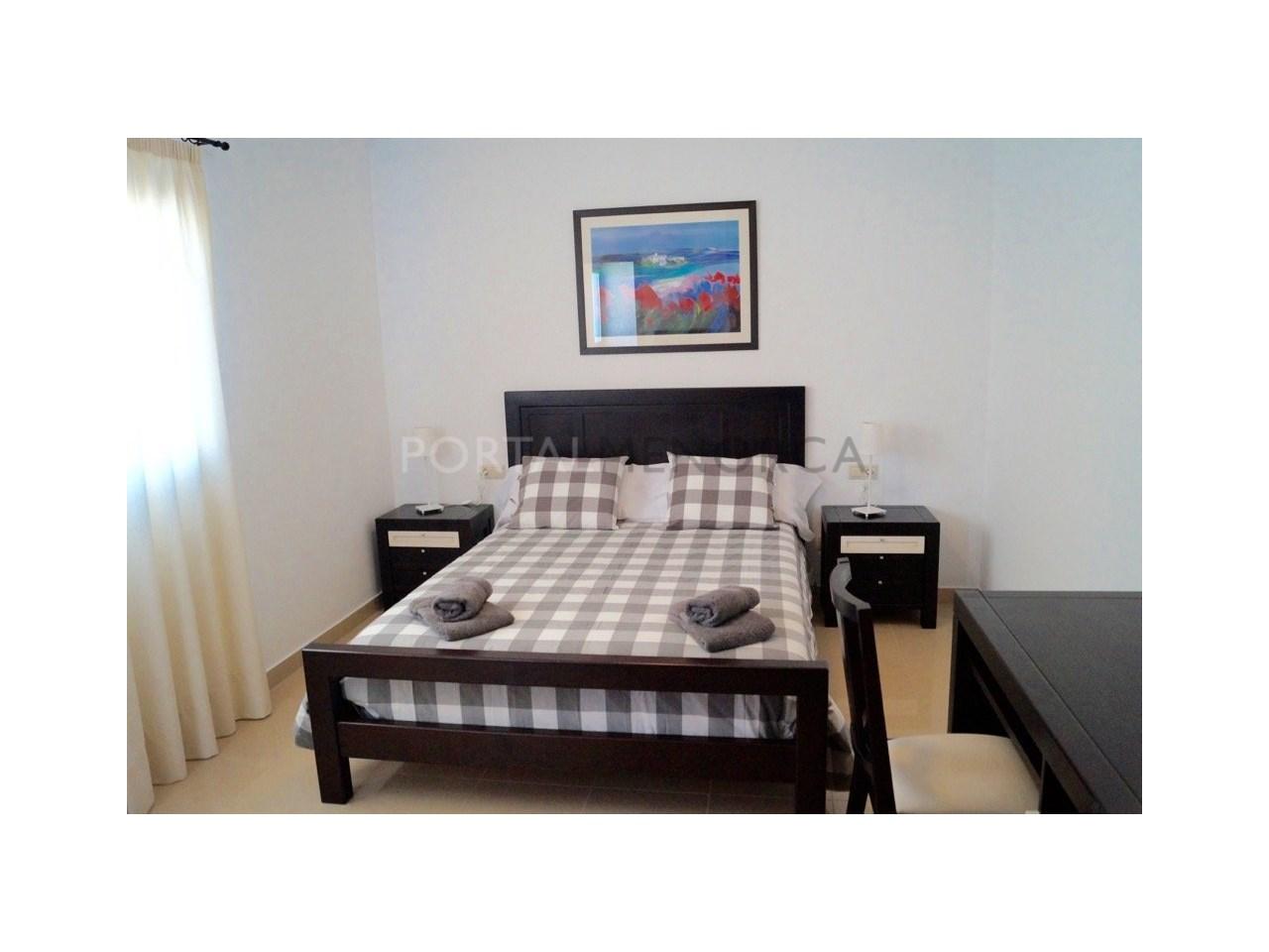 Chalet en venta en Calan Bosch con licencia turística Dormitorio