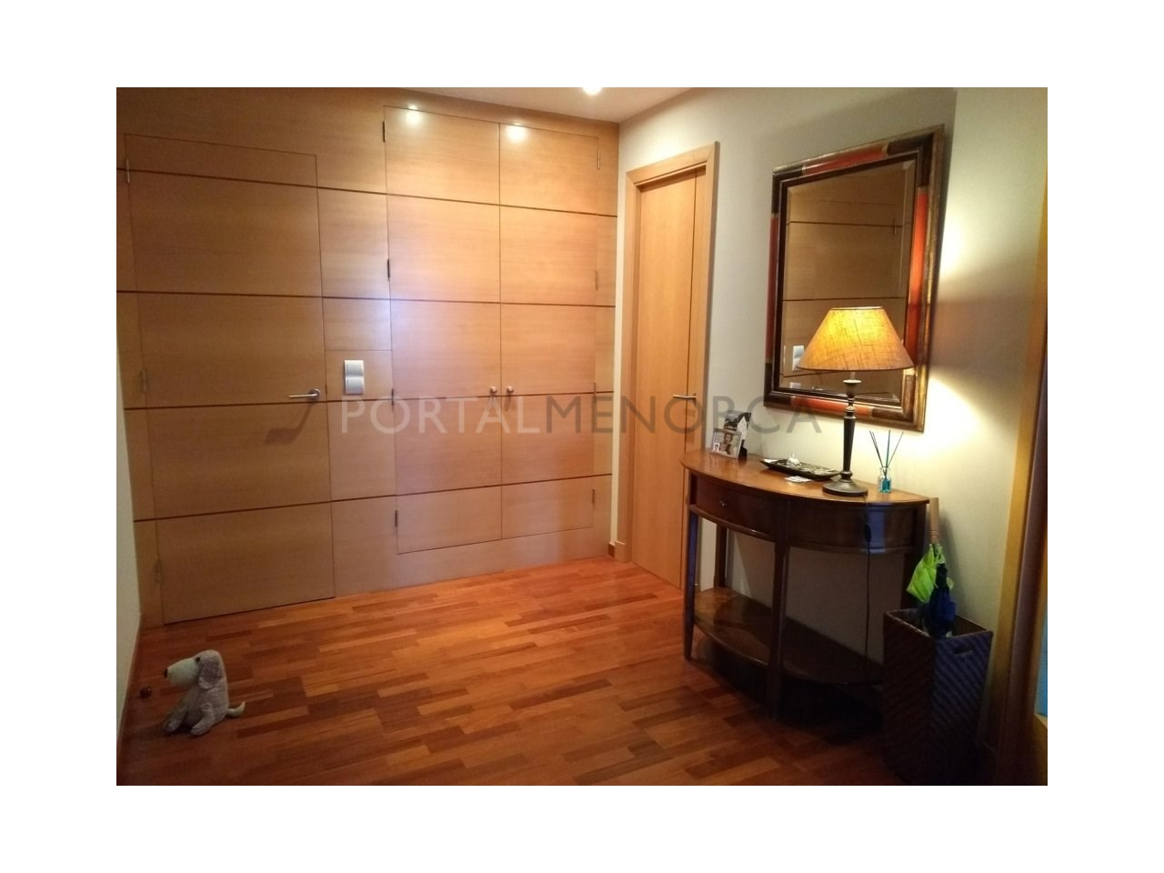Spacious renovated apartment for sale in Ciutadella-Hall